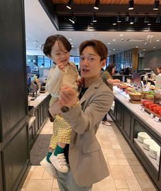 Chen with such a cute baby Exo Chen, Tao Exo, Baekhyun, Exo Ot12, Chanbaek, Jimin, Exo Lockscreen, Kpop Memes, Exo Luxion