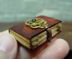 ♥Miniature Book---Love the closure...may use this idea on my next full size book♥
