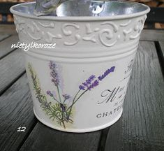 Decoupage metal watering cans and buckets Napkin Decoupage, Decoupage Art, Shabby Chic Crafts, Vintage Crafts, Flower Pot Crafts, Flower Pots, Tin Can Crafts, Diy And Crafts, Large Wooden Box