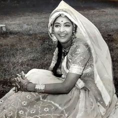 Vintage Hema Ji from the early days. 80s Actresses, Indian Actresses, Bono U2, Hema Malini, Vintage Bollywood, Indian Celebrities, Bollywood Actress, Memories, Beauty