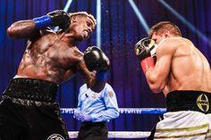 Charlo supera a Derevyanchenko y retiene título WBC en Las Vegas