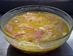 Das Geheimnis eines leckeren und saftigen Fleisches liegt in dieser Marinade. Si… The secret of a tasty and juicy meat lies in this marinade. It's ready in 5 minutes and perfect for a barbecue. Serbian Recipes, Russian Recipes, Meat Recipes, Chicken Recipes, Cooking Recipes, Recipe For 4, Saveur, Barbecue, Food To Make