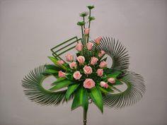 Altar Flowers, Church Flowers, Diy Flowers, Contemporary Flower Arrangements, Beautiful Flower Arrangements, Beautiful Flowers, Funeral Bouquet, Funeral Flowers, Funeral Flower Arrangements
