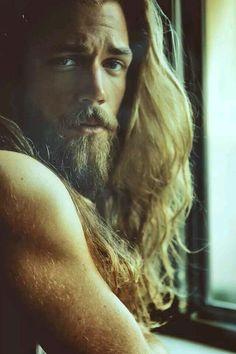 Messy hair&sexy blonde beard ! Amazing combination