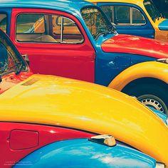 De primaire kleuren zijn: rood, geel en blauw De primaire kleuren op deze auto geven hem een vrolijke combinatie