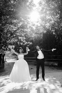 Diana und Christoph-Hochzeits im Gutsgasthof Stangl in Neufarn bei München Diana, Wedding Dresses, Fashion, Roses Garden, Wedding Photography, Bride Dresses, Moda, Bridal Gowns, Fashion Styles