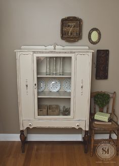 """deChina linen cabinet of the cabinet """"linen"""" of the - salvaged inspirationSmall furniture & Linen & China Cabinet """"Linen"""" China Cabinet - Salvaged Inspirations You are in China Hutch Makeover, China Cabinet Redo, Vintage China Cabinets, Painted China Cabinets, Antique Cabinets, Antique Hutch, China Cabinet Makeovers, Farmhouse China Cabinet, Vintage Cabinet"""