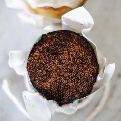 Já virou tradição passar por aqui no fim de semana e se deliciar com os nossos bolinhos, não é mesmo?! Peça um café para acompanhar e se permita! ❤️ Estamos aqui no @uberlandiashopping, no 1º piso. #CiaMineiradeChocolates #Cake #Chocolate