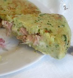 Sformato di patate e zucchine ripieno di tonno e formaggio,un sostanzioso piatto unico con tonno e formaggio filante