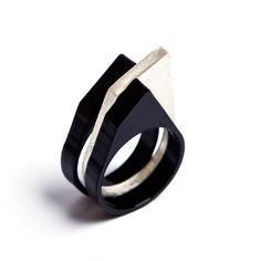 wonderful rings by talented venezuelan artist Gabriela Mora.