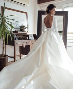 Couture Backless Ball Gown Wedding Dress 2018 Puffy Soft Satin Long Sleeves Bridal Gowns with Pockets Elegant Scoop Bride Dresses vestido de noiva