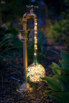 DIY Waterdrop Solar Lights Easy, budget friendly and one of a kind DIY backyard ornaments and landscape lights Upcycled candle sticks Upcycled plant watering globes Step-by-step tutorial for DIY waterdrop solar lights DIY whimsical garden lights Garden Crafts, Diy Garden Decor, Garden Projects, Garden Ideas, Garden Decorations, Diy Projects, Diy Crafts Yard, Backyard Projects, Easy Garden