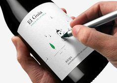 Have fun with your wine label! Dot to Dot wine label, and this producer also creates labels with mazes. Try that after a few glasses of wine! Cool Packaging, Bottle Packaging, Brand Packaging, Product Packaging, Coffee Packaging, Packaging Ideas, Wine Bottle Design, Wine Label Design, In Vino Veritas