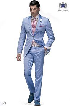 Traje italiano en tejido algodón celeste, solapa en V y 2 botónes corozo. Espalda con 2 aberturas, modelo 229 Ottavio Nuccio Gala, 2015 Colección Fashion.