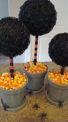 spider topiaries w/ candy corn base *wait for holiday Halloween markdown Halloween Spider, Spooky Halloween, Holidays Halloween, Halloween Treats, Happy Halloween, Halloween Decorations, Halloween Stuff, Halloween Clothes, Halloween Projects