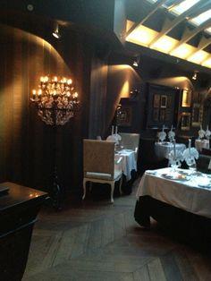 Tchaikovsky on tasokas ranskalais-venäläinen ravintola hotelli Telegraafin yhteydessä. Kesällä suojaisa terassiravintola muurien suojassa.