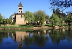 St Leon sur Vezere is a perfect place for a romantic picnic.