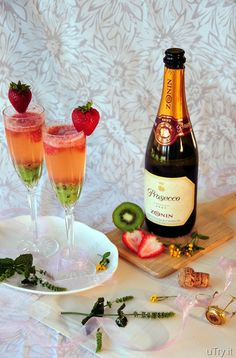 I can use a little bubbly now, such as this Kiwi-Strawberry Bellini! So refreshing for hot summer days!