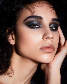 Dark Makeup Looks, Looks Dark, Silvester Make Up, Silvester Party, Smokey Eyes, Smokey Eye Makeup, Dark Smoky Eye, Dark Eye Makeup, Dramatic Makeup