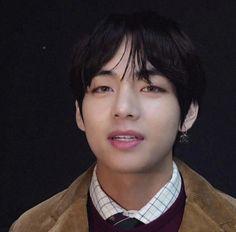 images about 𝑏𝑜𝑦𝑠𝑠¡! on We Heart It Jimin Jungkook, V Taehyung, Daegu, Foto Bts, Bts Photo, Seokjin, Hoseok, Pelo Emo, V Video