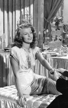 She is the great actrees #RitaHayworth in #Gilda picture of the time classic movie of #hollywood