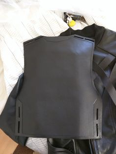 $300 (includes the muneate) The back piece connected to the muneate currently in the works of connecting both using ratchet straps. Which IS how they are connected in the actual battle uniform. Katness Everdeen Costume, Mockingjay Costume, Back Pieces, Ratchet, Hunger Games, Leather Backpack, Photo Shoot, Battle, Cosplay