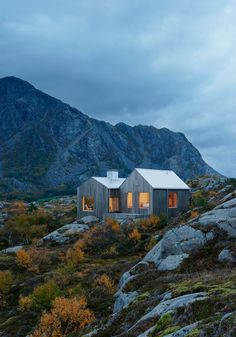 <p>Designed by Kolman Boye Architects, the Vega Cottage is a small house located on the island of Vega in the Norwegian archipelago, not far from the polar circle.   With large windows and robust