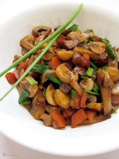 Hubova zmes na hrianky Kung Pao Chicken, Stuffed Mushrooms, Pizza, Dishes, Indie, Healthy, Ethnic Recipes, Onions, Food