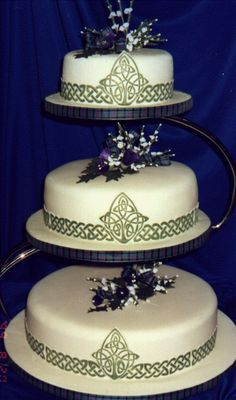 Showcasing a Celtic wedding cake design in your reception dessert is a wonderful way to take pride in your heritage and background. The Celtic knots are . Pagan Wedding, Renaissance Wedding, Celtic Wedding, Irish Wedding, Dream Wedding, Blue Wedding, Nordic Wedding, Viking Wedding, Wedding Bells