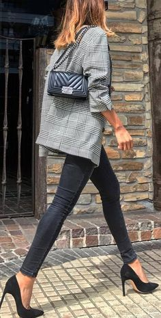what to wear with a plaid blazer : bag + skinny jeans + heels