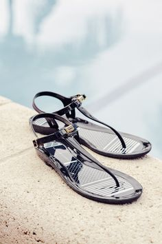 Your summer sandal gets an oh-so-polished update #TommyHilfiger