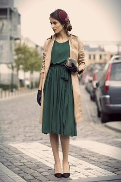 gorgeous retro look - love the forest green dress with the beige trench: such a classic look!