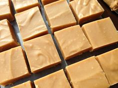 Three Ingredient Peanut Butter Fudge is part of Peanut butter fudge This peanut butter fudge recipe only uses three ingredients You& love the rich and creamy texture of this dessert recipe! Köstliche Desserts, Delicious Desserts, Dessert Recipes, Yummy Food, Fudge Recipes, Candy Recipes, Sweet Recipes, Christmas Desserts, Christmas Baking