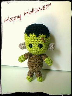 El pequeño Frankenstein Muñeco Amigurumi - Patrón Gratis en Español aquí: http://amigurumies.blogspot.com.es/2014/10/el-pequeno-frankenstein.html