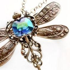 Joyería de filigrana de collar de libélula con strass azul