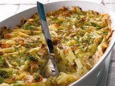 Helppo arkiruoka syntyy tonnikalasta, peruna-sipulisekoituksesta ja maustetusta ruokakermasta. Veggie Recipes, Seafood Recipes, Cooking Recipes, I Love Food, Good Food, Yummy Food, Tasty, Food Inspiration, Macaroni And Cheese