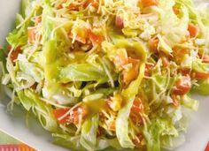 """Se preferir algo mais leve, experimente fazer a <a href=""""http://mdemulher.abril.com.br/culinaria/receitas/salada-carolina-638307.shtml"""" target=""""_blank"""">salada carolina</a>."""