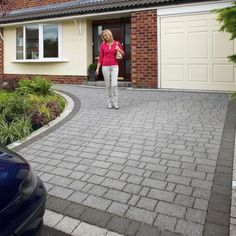 Mixed size permeable driveway Block pack covering at a thickness of Marshalls Priora Block Paving in Drivesett Argent is a driveway Paving system that enables rainfall to soak into the subsoil where it can drain harmlessly away