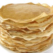 Pannekoeken (basisrecept) Ingrediënten: - 250 gram bloem - halve liter melk - 2 á 3 eieren - zout - boter om te bakken