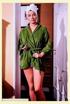 Linda Thorson as Avenger girl Tara King Avengers Women, Avengers Girl, New Avengers, Avengers Series, Canadian Actresses, Female Actresses, Linda Thorson, Dame Diana Rigg, Diana Dors