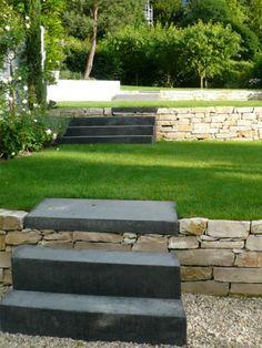 jeux de niveaux r tention de terres terrasse jardin gazon talus pente constans paysage. Black Bedroom Furniture Sets. Home Design Ideas