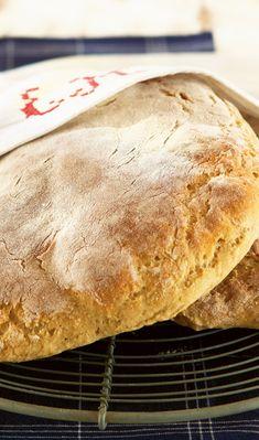 Vaaleat perinneleivät | Maku Bread Recipes, Baking Recipes, Bread Board, Bread Rolls, Sweet And Salty, Bread Baking, Baked Goods, Food And Drink, Pie