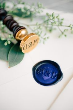 Elegant and classic navy invitations - Photo by #MikeCassimatis / Invitations by @fourteenfortyny