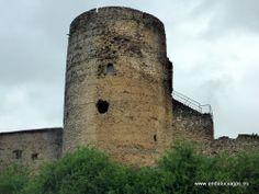 """#Jaén - #Siles - El Cubo - 38º 23' 8"""" -2º 34' 55"""" / 38.385556, -2.581944 El Cubo es el resto mejor conservado del antiguo entramado defensivo de Siles. Es un torreón circular que junto a otra torre hoy desaparecida y una muralla que las rodeaba formaban el alcazarejo en cuyo interior además existía un aljibe. El Cubo está construido con mampostería menuda trabada con mortero de cal y su interior está dividido en dos plantas y una terraza."""