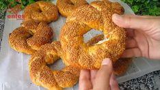 Suda Pişen Çıtır Simit Tarifi | Renkli Hobi Arabic Food, Bagel, Food And Drink, Bread, Desserts, Pizza, Turkish Cuisine, Turkish Recipes, Essen