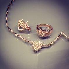 """Комплект из красного золота 585 пробы с бриллиантами. Коллекция """"Малинки""""."""