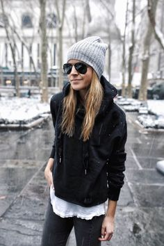 Fashionable outfits with athleisure looks (14)