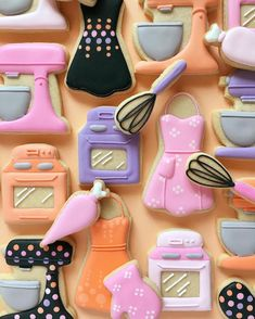 Artistic Baker Continues to Create Colorful Illustrated Cookies holly fox colorful cookies graphic design illustration pop art color baking Fancy Cookies, Fox Cookies, Iced Cookies, Cut Out Cookies, Cute Cookies, Royal Icing Cookies, No Bake Cookies, Cookies Et Biscuits, Sugar Cookies