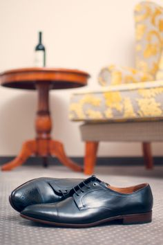 Hotelzimmer für Geschäftsreisende Men Dress, Dress Shoes, Oxford Shoes, Lace Up, Fashion, Hotel Bedrooms, Formal Shoes, Oxford Shoe, Moda