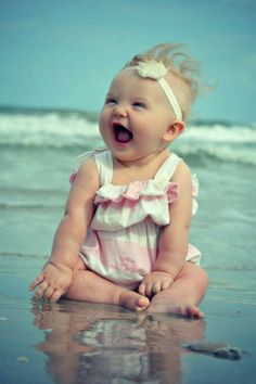 Baby kind, baby love, family at the beach, baby on Cute Little Baby, Baby Kind, Little Babies, Baby Love, Cute Babies, Beach Babies, Beach Kids, Cute Baby Smile, Cute Baby Girl